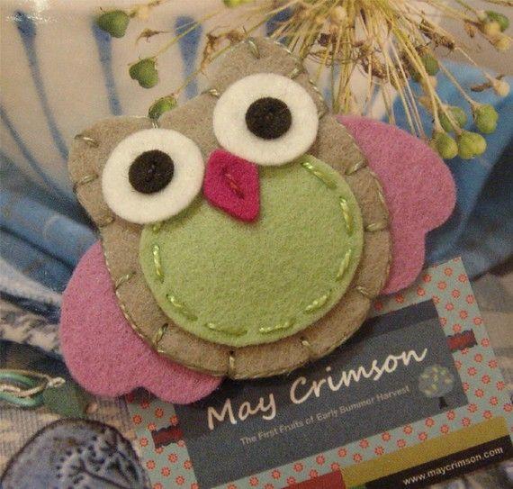 NO SLIP Wool felt hair clip -Owl -baby -tan / old pink wings