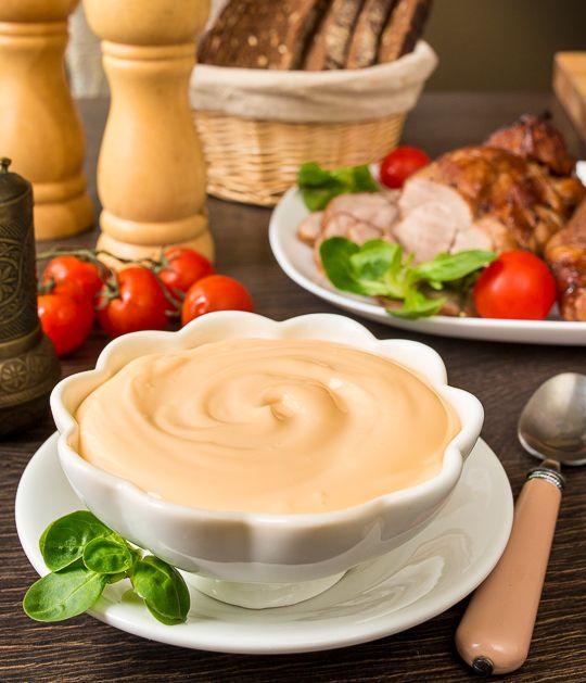Я наконец выработала для себя хороший по вкусу и текстуре сырный соус, который прекрасно подходит к мясу и птице, а еще хорош для подачи к печеному картофелю, куриным наггетсам и крылышкам. Соус не содержит майонеза и готовится только из сливок и трех видов сыра, которые и определяют его вкус, текстуру и цвет.Этот соус не застывает [...]