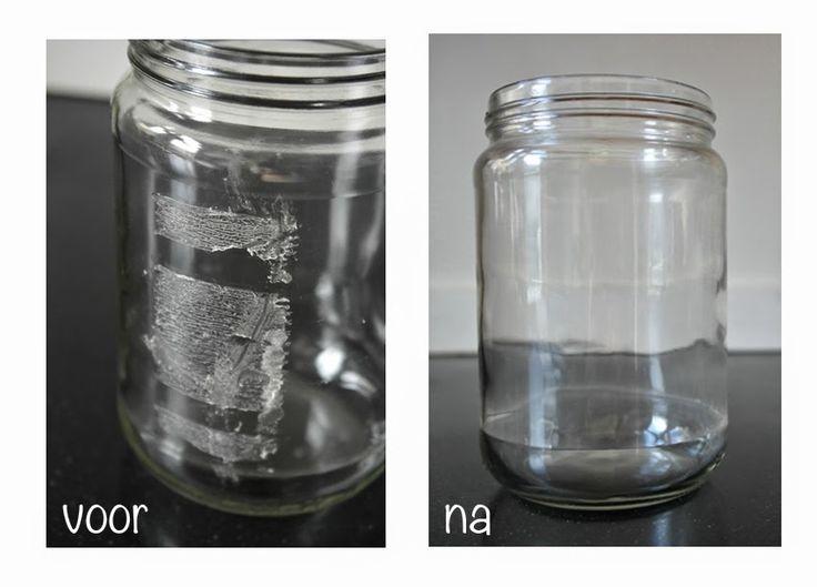Etiketten van potten verwijderen met 1 deel baking soda en 1 deel (olijf)olie, wel een poosje laten intrekken.