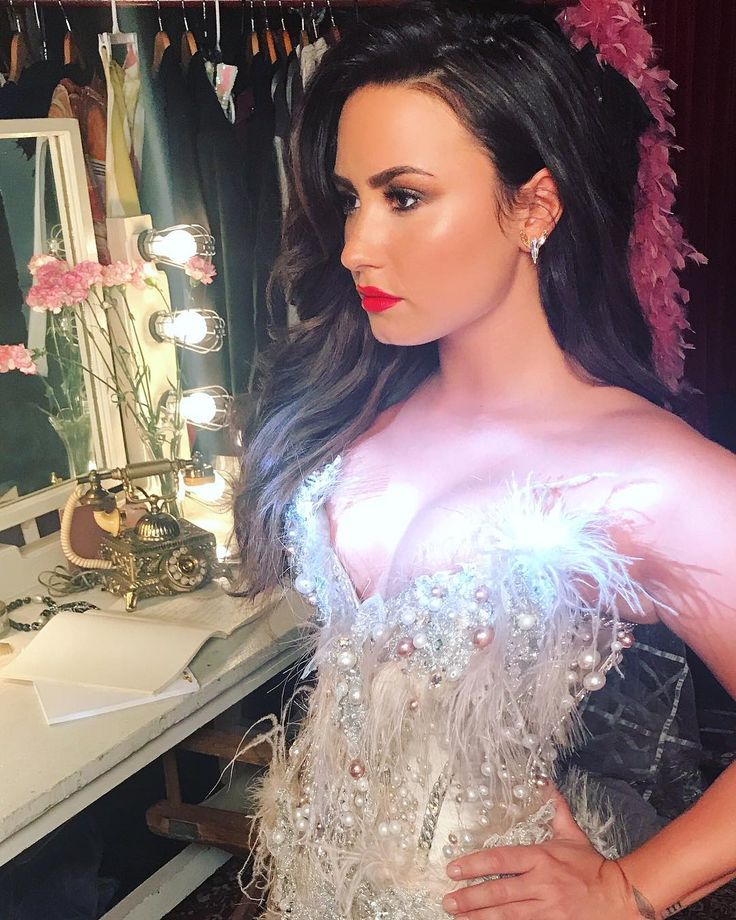 Demi Lovato looking gorgeous