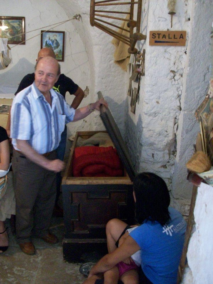 Il custode della Casa Contadina di Forenza ne illustra i dettagli.