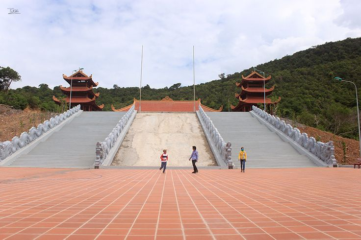 không gian chùa hộ quốc