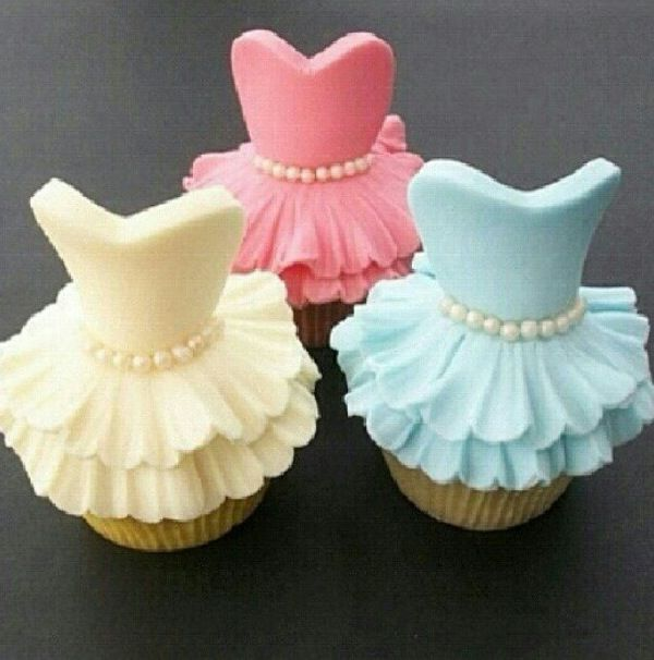 "cute cupcakes. You have to go to this woman's pinterest page! She calls it  ""breathtaking cakes..how'd they do that??!!"", and that they are. This is perfect for a tea theme and also great for dance recital parties. It that time of year. Just imagine red, green and white for Christmas. TFS."