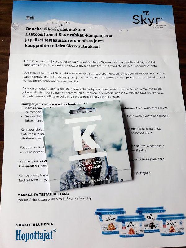 Pääsin Hopottajana mukaan Skyr kampanjaan ja sain maisteltavaksi laktoosittomia Skyr rahkoja, jotka tuli itse noutaa saadulla lahjakortilla. Laktoosittomat Skyrit tunnistaa sinisistä kansista. Tämä on kyllä itselleni hyvin mieleinen kampanja!  Jos innostuit Hopottamisesta, eli tuotteiden maksutta kokeilemisesta niin käytäthän rekisteröityessä suosittelukoodiani HOP10658. #hopottajat #skyrsuomi www.facebook.com/skyrsuomi