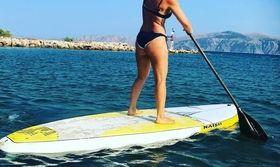 Δαμάζει τα κύματα της Ύδρας γνωστή παρουσιάστρια   Η παρουσιάστρια χαλαρώνει στην Ύδρα.  from Ροή http://ift.tt/2v3O3Oz Ροή