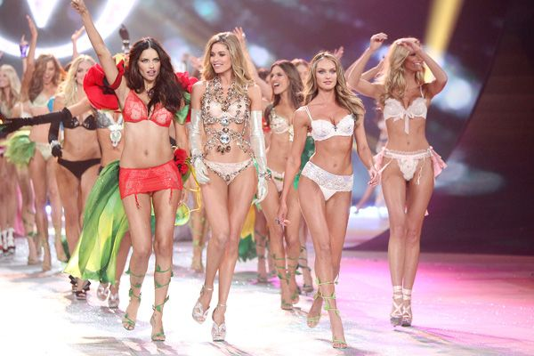 Backstage beauty tips from Victoria's Secret models