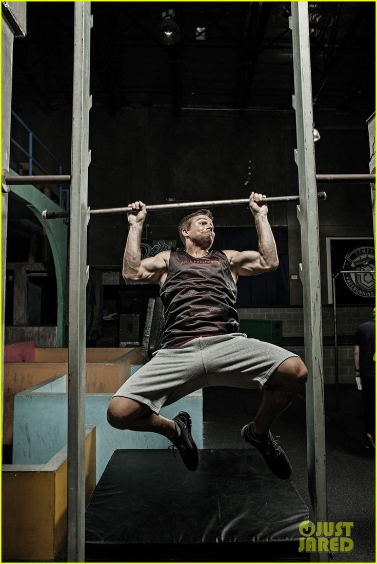Arrow's Stephen Amell: Fitness Feature for 'Emmy' Magazine!
