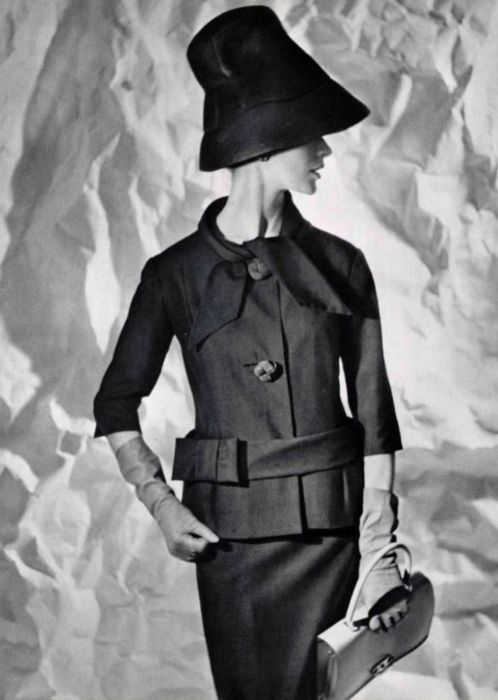 Moddel wearing an ensemble by Pierre Cardin, 1960.