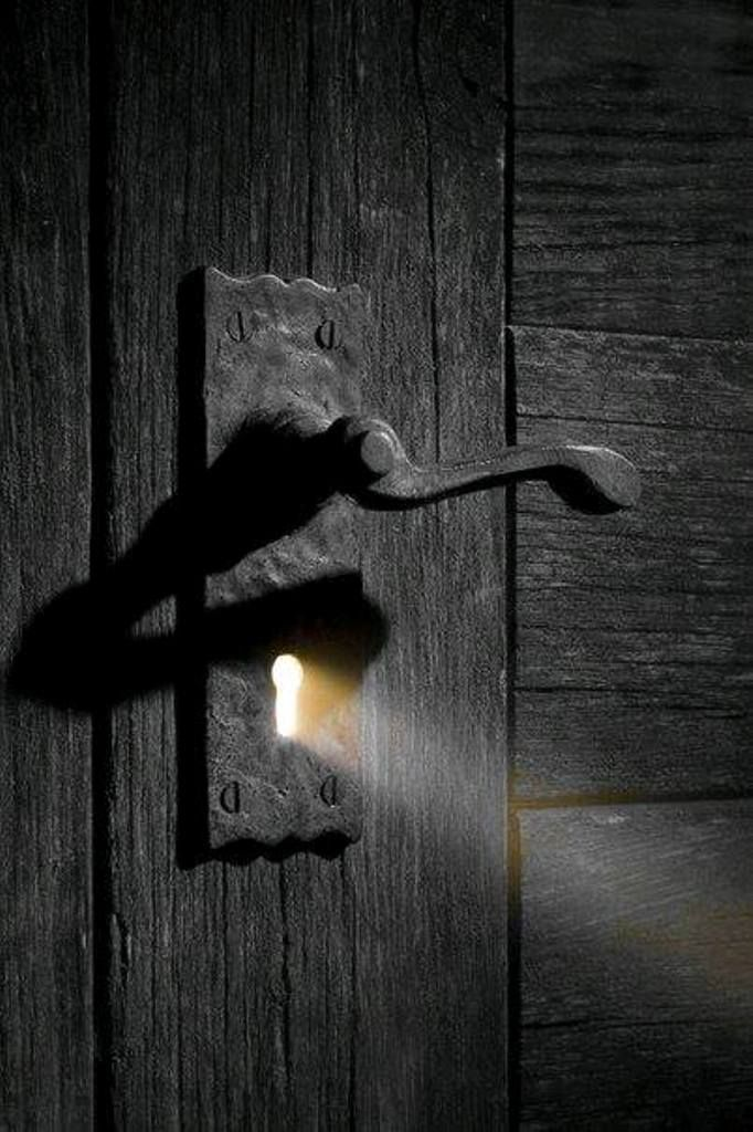 The door to my heart is dark..but with the the right key the light will show through ♡