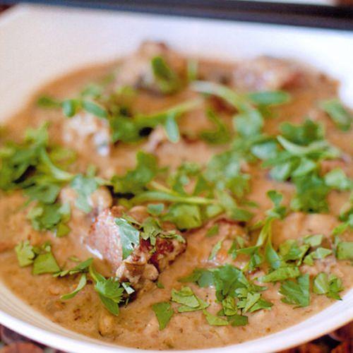 Gordon Ramsay: geurige groene Thaise curry met rundvlees, uit het kookboek 'Wereldgerechten' van Gordon Ramsay. Kijk voor de bereidingswijze op okokorecepten.nl.