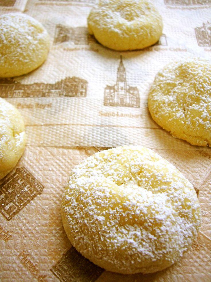 ✿レシピ本掲載✿話題入り✿ 30分で作れる! とっても簡単♪ お口の中でほろほろと崩れて… ふわサク☆リッチな美味しさ♡         材料 (約4㎝のもの×約20個分)  バター 50g 粉砂糖 25g アーモンドプードル(アーモンドパウダー) 60g ホットケーキミックス 50g ◎粉砂糖 約大さじ1