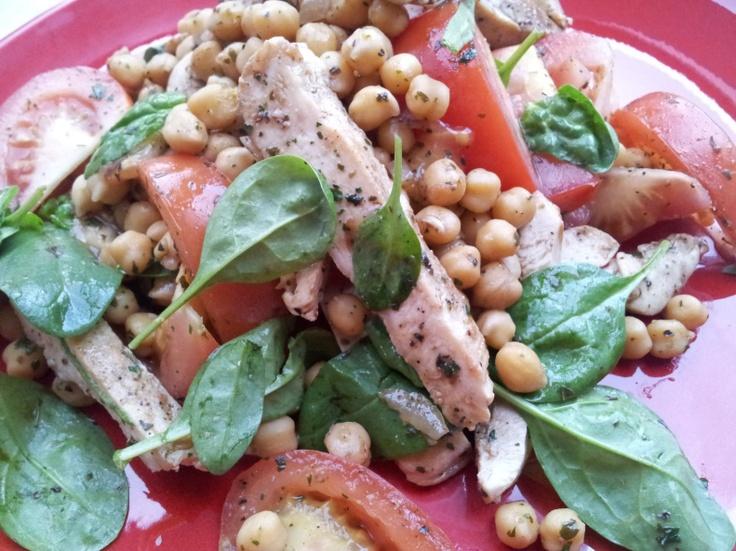 Kuře s cizrnovým salátem / Chicken with chickpea salad