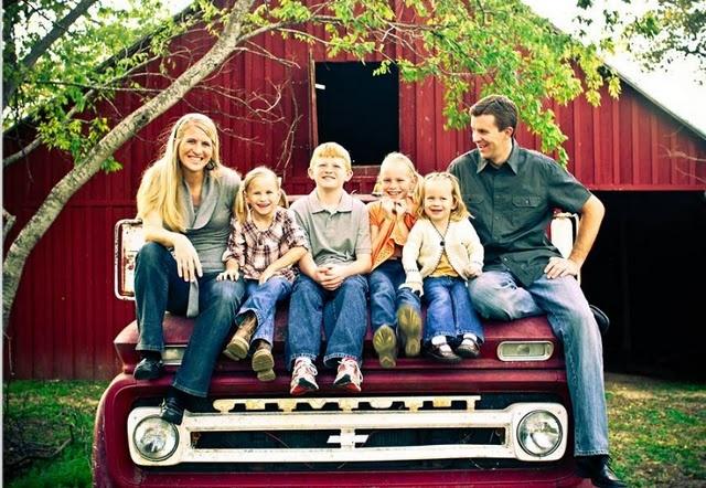 Family portrait idea: Fall Pics, Old Trucks, Big Families, Cute Families Photos, Portraits Ideas, Cute Families Pictures, Families Cars, Farms Trucks, Families Portraits