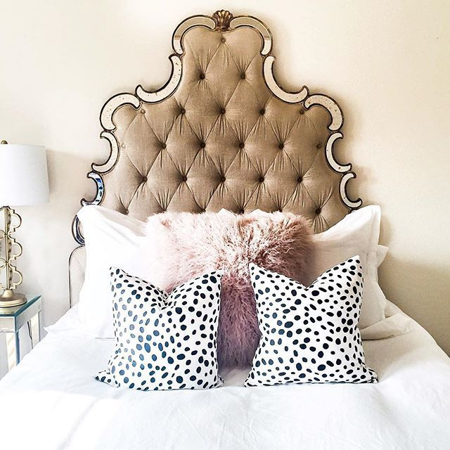 OMGGGGGG we're in love. That pop of print is killing this look. #boudoir #decor #bed
