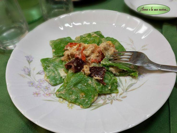 Ravioli verdi con tonno e pomodori secchi