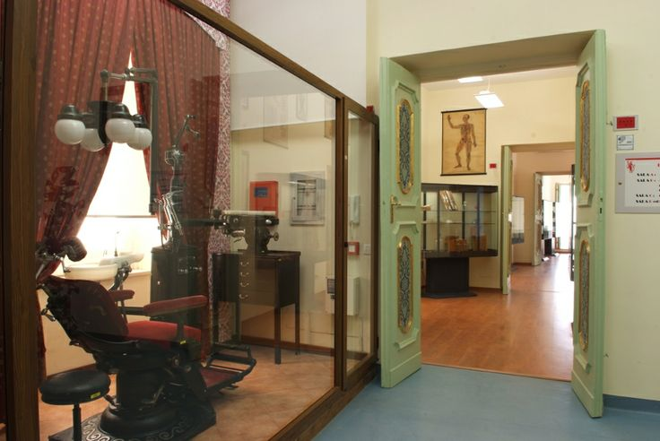 Roberto Papi Museum. The history of medicine and surgical istruments collection