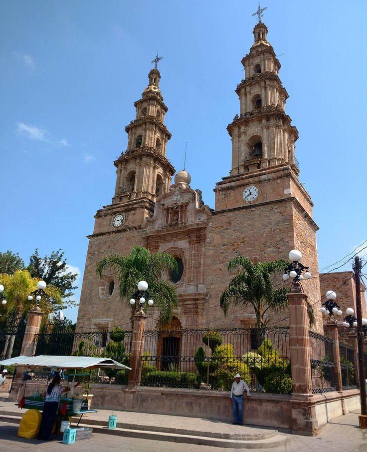 La parroquia de Nuestra Señora de la Encarnación en La Chona, iniciaron su construcción en 1791. #encarnaciondediaz #jalisco #mexico (en Encarnación de Díaz)