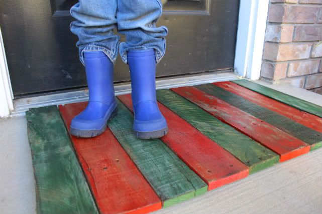 #PALLETS: Hand-painted doormat from a pallet - http://dunway.info/pallets/index.html