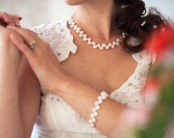 Жемчужное украшение для невесты от FancyBOWtiqueBridal на Etsy