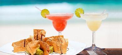 Ποιες τροφές να αποφεύγετε πριν βγείτε στην παραλία
