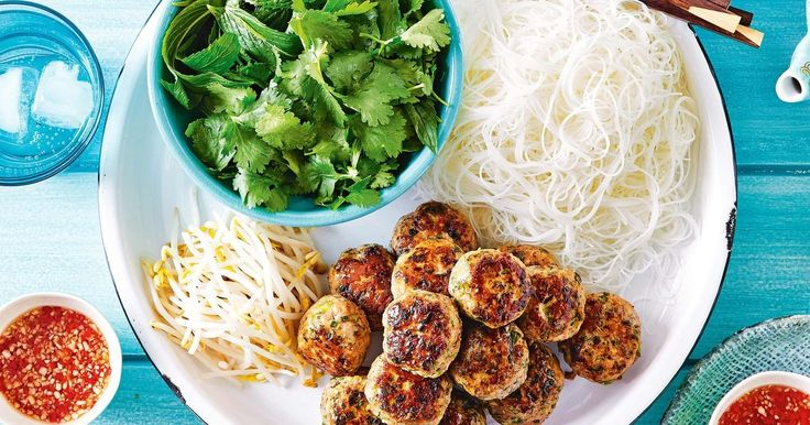 Marion Grasby shows how to make a Vietnamese pork & noodle dish that's perfect to share.