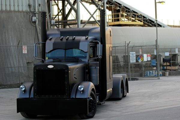 The Vigilante - Murdered Out Peterbilt