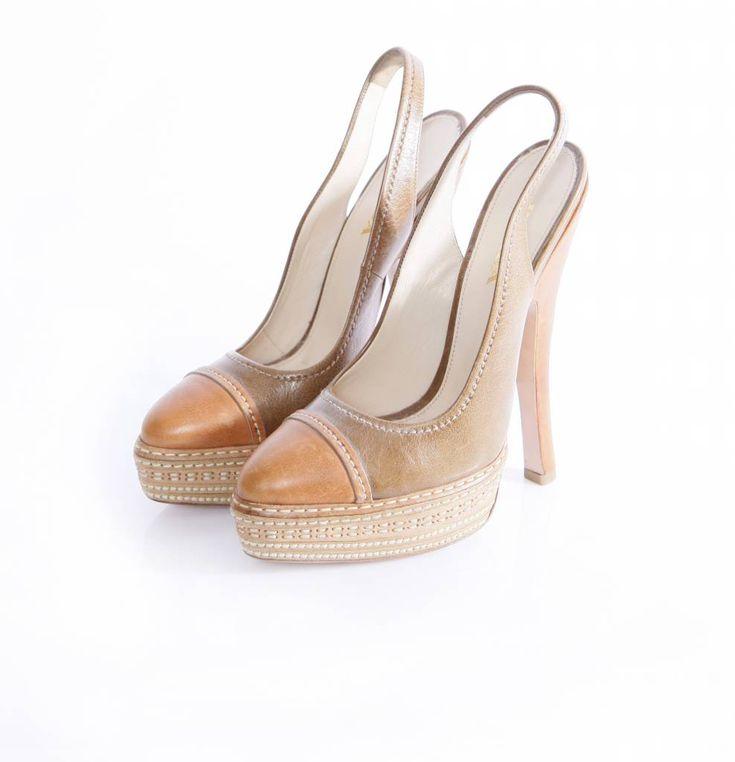 Prada, slingback bruine hoge hak schoen in maat 39. Het product is helemaal…