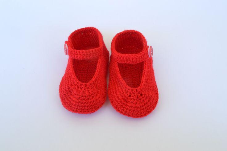 Zapatos para bebés hechos de crochet estilo merceditas.  https://www.etsy.com/es/listing/199195850/zapatos-de-bebe-de-crochet-estilo?