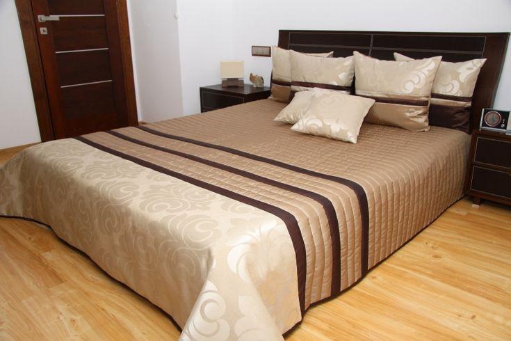 Prikrývka cez posteľ orechovo čokoládovej farby so vzorom