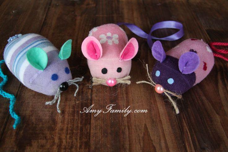 diy sock mouse. to do with kids. Amy Family: Мыши из разноцветных носков. Делаем вместе с детками.