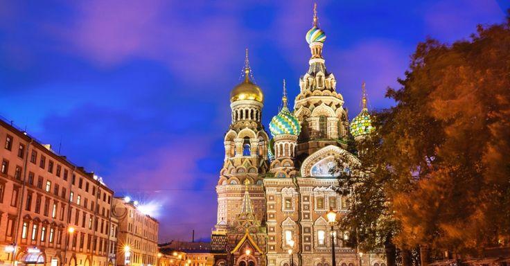SÃO PETERSBURGO (RÚSSIA); Vladimir Putin talvez não seja o melhor relações públicas do mundo, mas a Rússia é um país cheio de destinos turísticos que merecem uma visita. Entre eles, São Petersburgo ganha destaque: a cidade é a casa de um dos principais museus do mundo, o Hermitage, e tem paisagens assinadas por nomes épicos como Catarina ou Pedro, o Grande