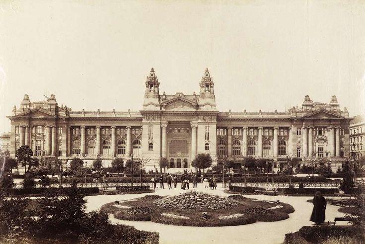 Szabadság tér, Tőzsdepalota. A kép forrását kérjük így adja meg: Fortepan / Budapest Főváros Levéltára. Levéltári jelzet: HU.BFL.XV.19.d.1.08.114