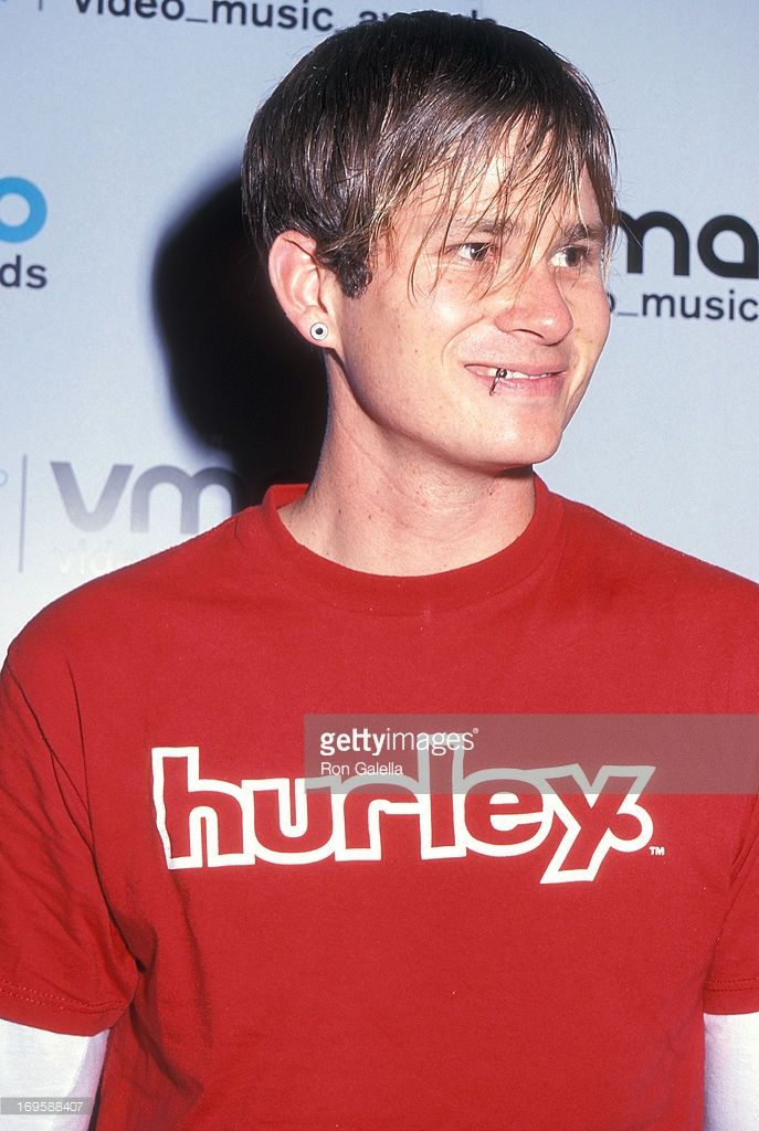 Musician Tom DeLonge of Blink-182 attends the 17th Annual MTV Video Music Awards on September 7, 2000 at Radio City Music Hall in New York City.
