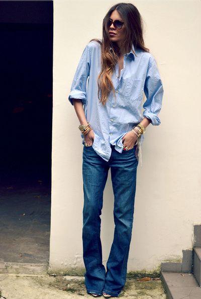 Chemise masculine + jean pattes d'eph' légèrement ample + bracelets dorés = le bon look