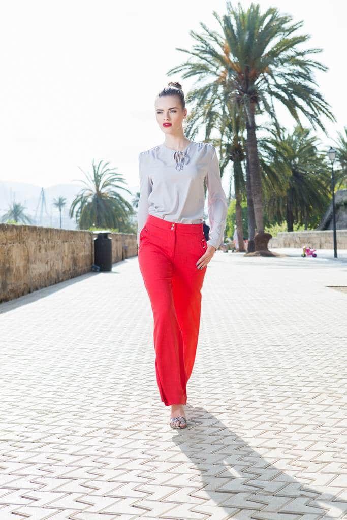 Pantaloni palazzo rosii Freedom: Moda pantalonilor largi revine in forta in lumea modei anul acesta, ceea ce ne bucura, desigur. Sunt foarte comozi, dar si eleganti in acelasi timp.