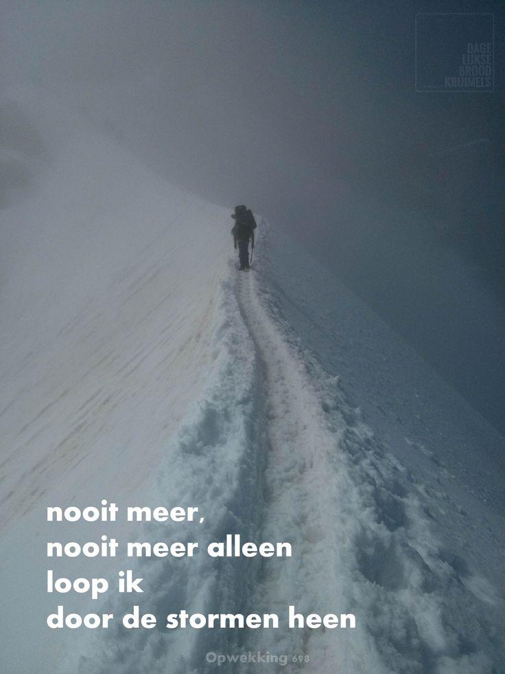 Nooit meer, nooit meer alleen loop ik door de stormen heen. Opwekking 689   http://www.dagelijksebroodkruimels.nl/quotes-christelijke-muziek/opwekking-698/