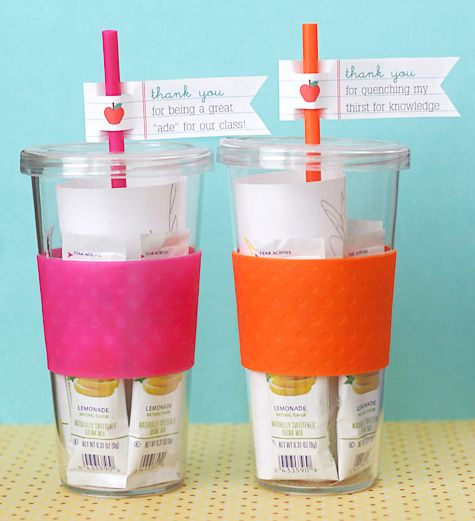 Adorable!!! Teacher Appreciation glasses filled with lemonade packets.  I CAN DO THIS!!
