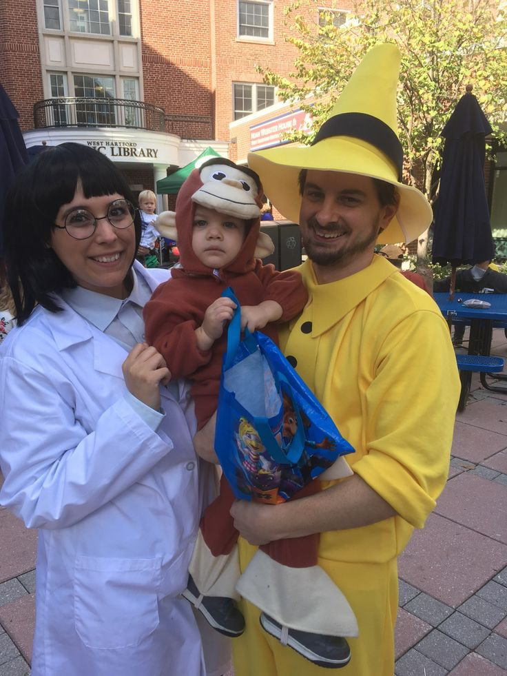 Images: Annual Moms & More Club of West Hartford Halloween Stroll