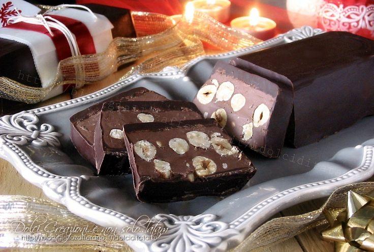 Torrone+morbido+al+cioccolato+e+nocciole