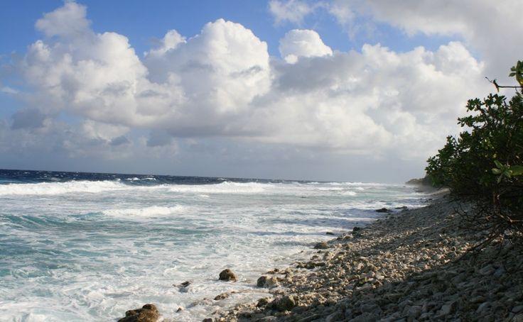 Perubahan iklim dunia telah menyebabkan kenaikan permukaan air laut di Tuvalu. (sumber: wikipedia)