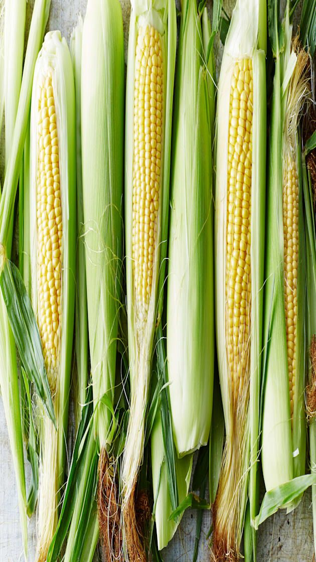 How To Microwave Corn On The Cob So It S Ready In Minutes Via Aol Lifestyle Read More Https Www A Corn Starch Gluten Free Corn In The Microwave Corn On Cob