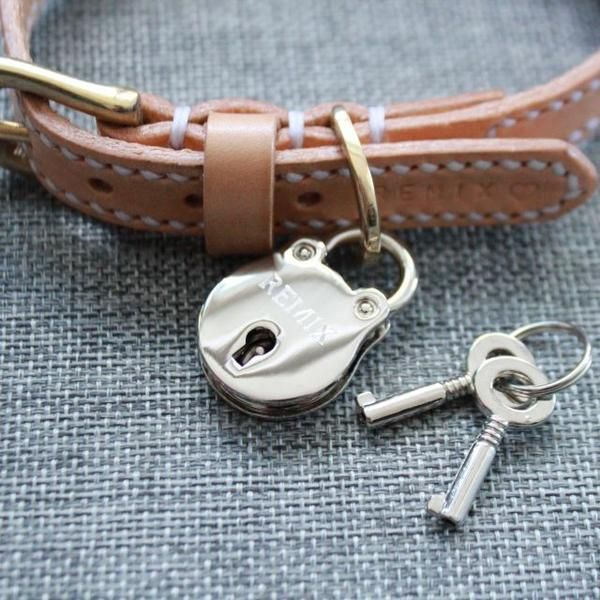 This is a stunning 100% handmade dog collar which has been left in thenatural colour of vegetable tanned leather, it has then been totally hand stitched. Every