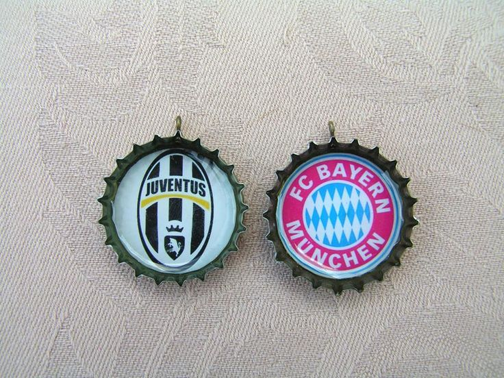 By popular demand we play football again: Juve and Bayern keychains / pendants