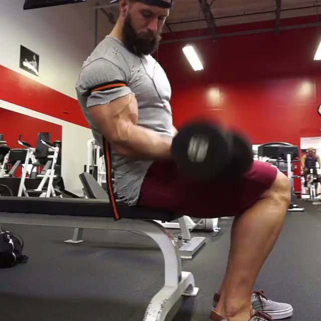 Inc single arm DB curl- One side at a time for constant tension!  Julian Michael Smith