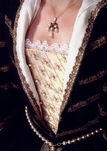 Elizabethan gown with stomacher -- take this inspiration for the skirt center and do a quilted center that every once in a while has a 3D flower embroidered or w/e on it