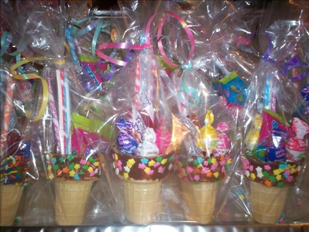 How cute are these. Love them. These are easy and fun. Ice Cream Cones Party Favors.
