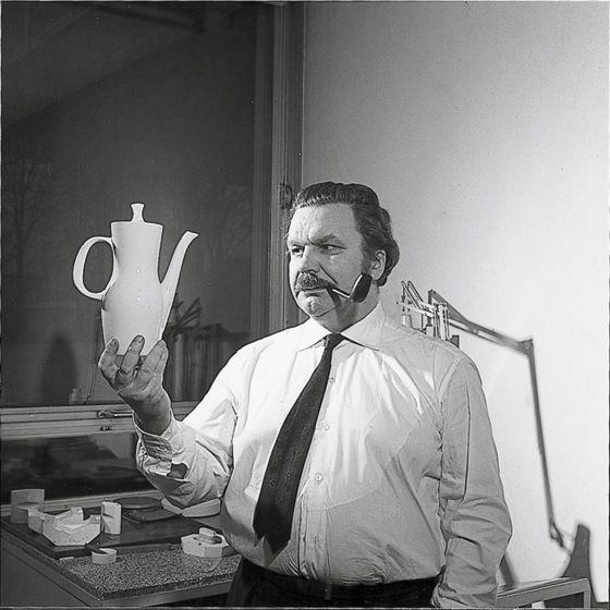 Tapio Wirkkala  with Rosenthal Finlandia coffee pot