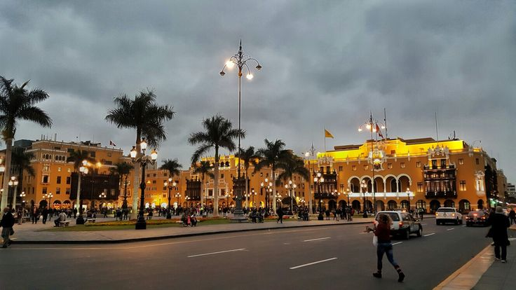 Plaza de Armas, #Lima. #Perú  #Fotografia #Photo #Paisajes #Momentos #UnaImagenValeMas #Fotodiario #Viajes #Aventura #Viajeros #Aventureros #Turismo