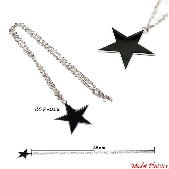Collier pendentif étoile noire et sa chaine en métal argenté à gros maillons de 70cm.