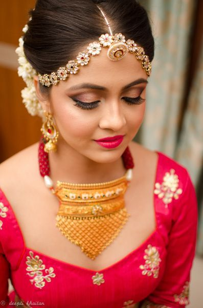 Maatha Patti - Beautiful Floral Maatha Patti with Borla, Gold Necklace with Ruby Beads | WedMeGood Makeup by: Deepti Khaitan #wedmegood #indianjewelry #borla #maathapatti #indianbride #indianwedding #red #ranipink